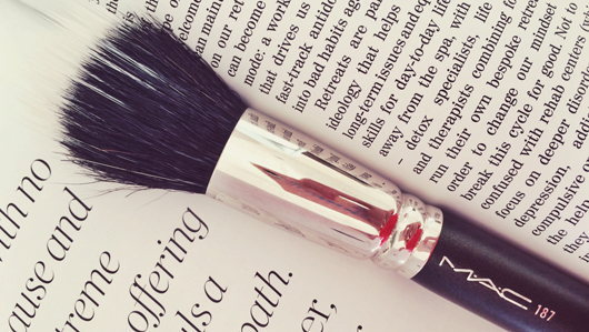 MAC 187 Duo Fibre Face Brush | All Dolled Up